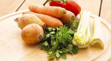 MIX PER BRODO VEGETALE  DA 250 Gr  La confezione contiene in quantità variabile: sedano + carote + cipolla + pomodoro + prezzemolo